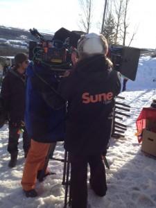 Det krävs både mycket folk och mycket grejer på filminspelning. Kameran är ungefär lika stor som Rudolf...
