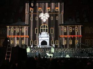 Vide och Ullis på Invigningen av Skidskytte VM 2019 framför rådhuset i Östersund.